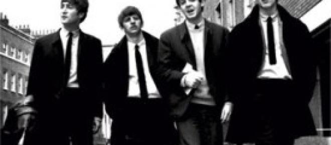 E' bastato un Twit e 2mila persone sono accorse ad ascoltare Paul McCartney