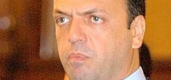 Angelino Alfano, soddisfatto per il decreto