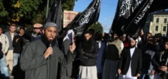 Les drapeaux noirs flottent au vent de la haine