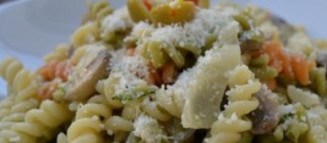 Rico plato de pasta con champiñones