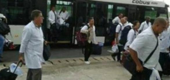 Médicos cubanos arriban a Sierra Leona