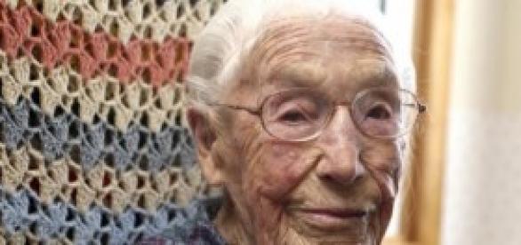 Anna Stoehr, a usuária mais idosa do Facebook.