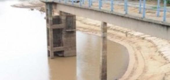 Represa em Araras-SP com baixo nível de água