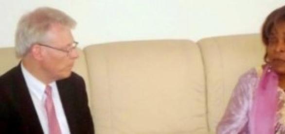 M. Lund, le team leader AIEA et le Minresi