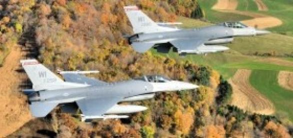 Avioes F16 em manobrasbbxv
