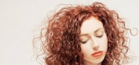 Acconciature capelli corti ricci 2014