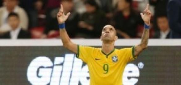 Diego Tardelli marca de primeira contra Argentina.