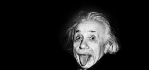 Encuentran postal de Einstein autografiada