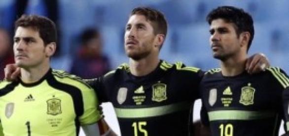 Los capitanes, con Costa y Fàbregas. Foto: AS