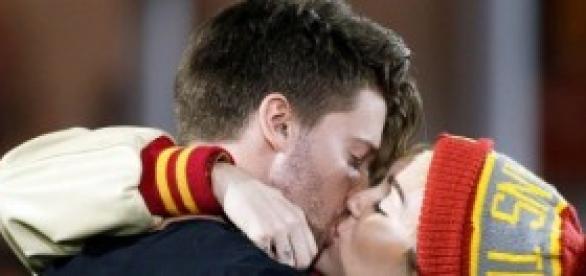 Miley Cyrus e Patrick Schwarzenegger em romance