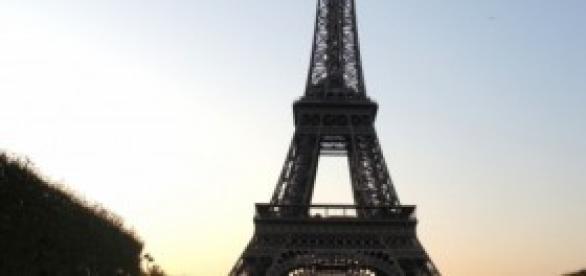 Tirar ou não tirar fotos da Torre Eiffel à noite