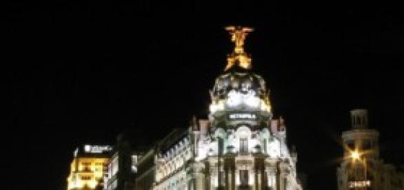 Foto nocturna de la calle de Alcalá (Madrid)