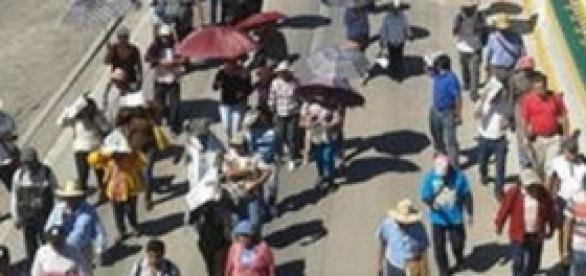 Manifestantes de camino a Chilpancingo.