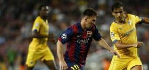Messi logra un hattrick contra el APOEL