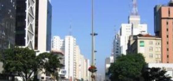 A Avenida Paulista, em São Paulo, acorda receosa
