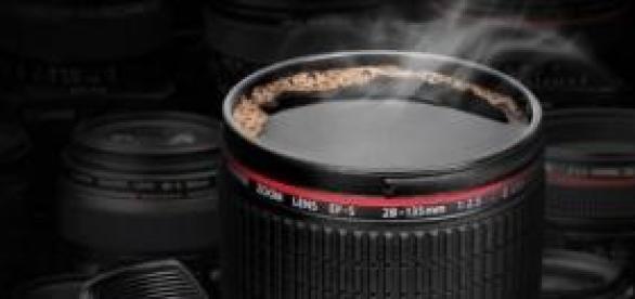 El objetivo de una cámara hecho vaso y taza