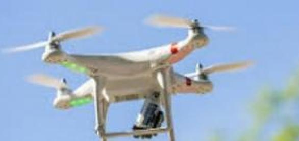 Drone voando com câmera embutida