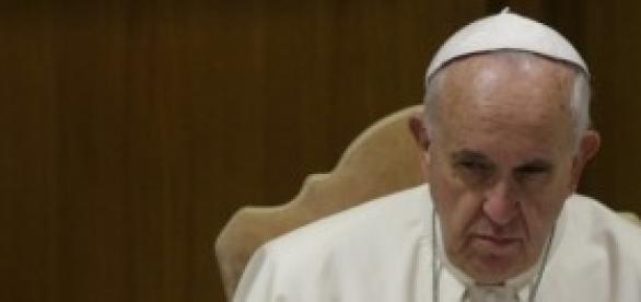 Papa Francisco expulsa padre pedófilo