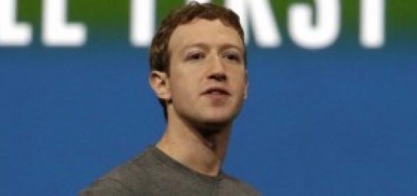 Mark Zuckerberg la incógnita de la camiseta gris.