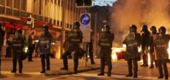 Police containing Civil unrest