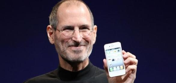 Steve Jobs apresentando novo produto