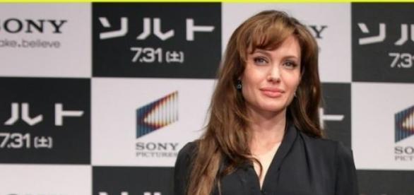 """Angelina Jolie """"consentida y mala actriz""""."""