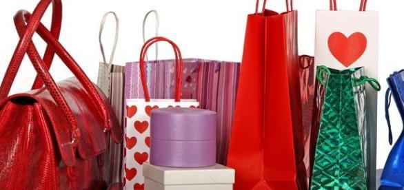Bolsos para ir de compras y para las fiestas.