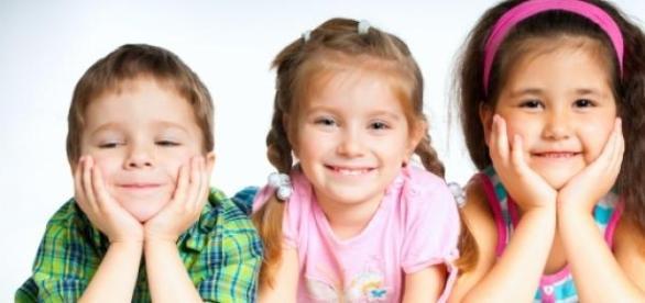 foto de archivo de unos niños
