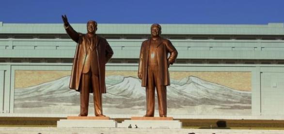 Esculturas de Kim-Jong-il y Kim-Jong-un