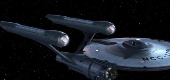 La nave Enterprise en el espacio estelar