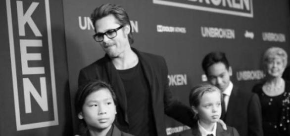 Brad Pitt y sus hijos en el estreno de Unbroken.