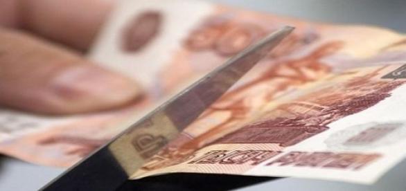 El rublo pierde la mitad de su valor.