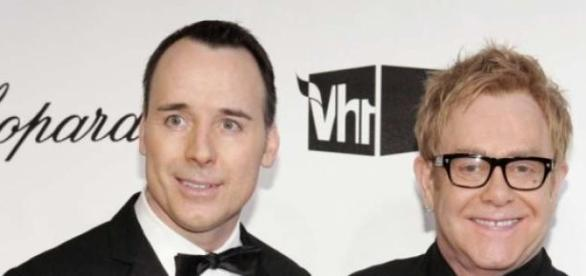 Elton John y David Furnish se casan el próximo 21.