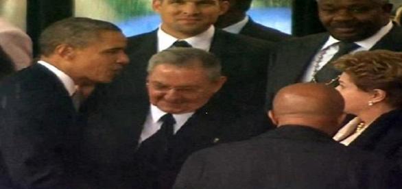 Raúl Castro y Barak Obama rompen el hielo