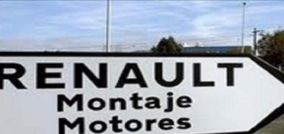 Cartel indicador de una fábrica de automóviles.