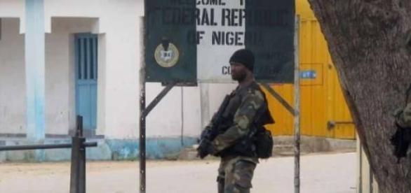 Les forces armées camerounaises en alerte