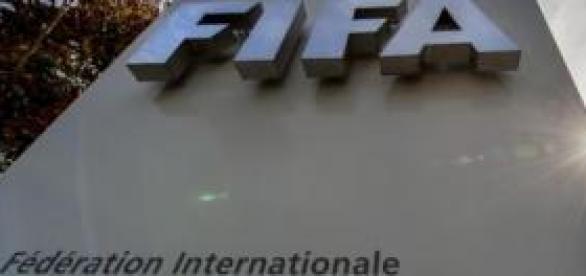 FIFA - Autoridade máxima reguladora dos clubes.