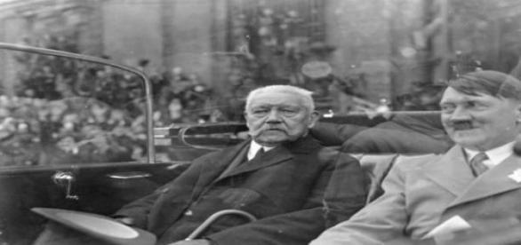 Hitler con Hindenburg después de llegar al poder.