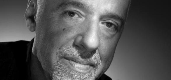 Paulo Coelho quiere comprar The Interview.
