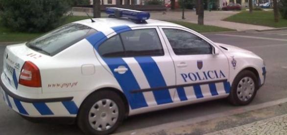 Suspendido, el policía que pegó al chico negro