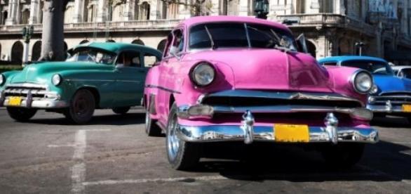 Típicos coches de los 50 en la Habana