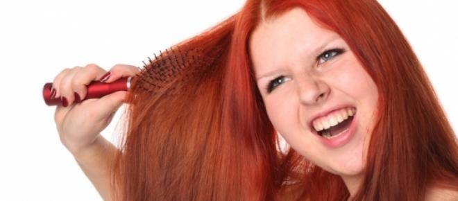Para manter seus cabelos bonitos e saudáveis no verão, você precisa de cuidar deles atentamente para amenizar os efeitos negativos provocados pelo sol, vento, areia e cloro. Cuidados simples vão manter seus cabelos hidratados e belos.