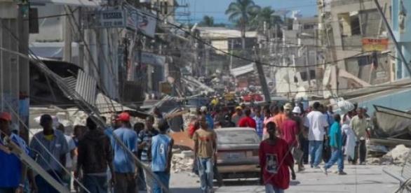 O terremoto arrasou  Haiti, causando dor e miséria