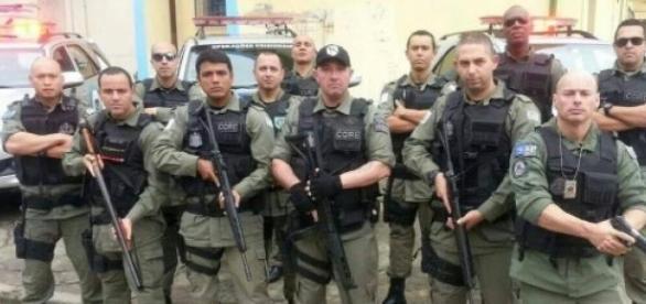 Agentes de escolta e vigilância em serviço