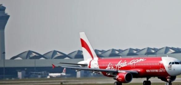 Avião desapareceu depois de desviar a rota.
