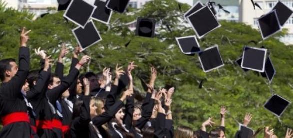 Comemoração na formatura de universitários
