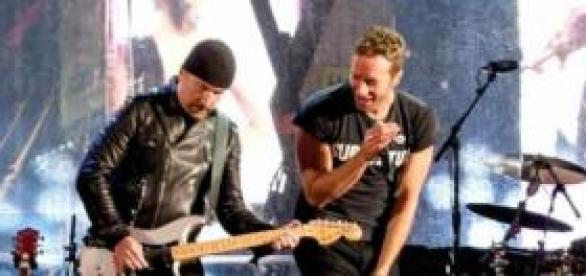 The Edge e Chris Martin em Times Square