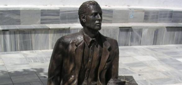 Estatua dedicada a los emigrantes, de Tocón