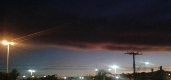 Nuvem estranha em Camaçari, BA (Foto: Bel Benoni)
