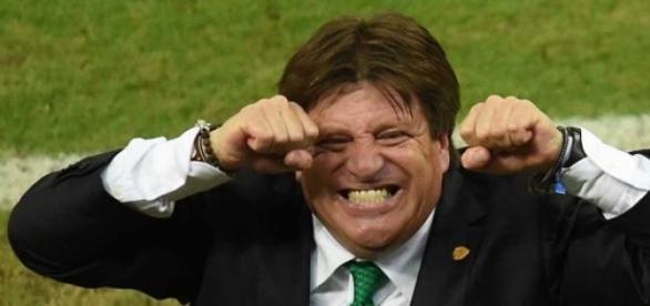 Miguel Herrera feliz por haber firmado contrato